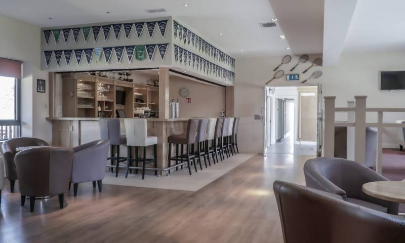 Clubhouse & Bar